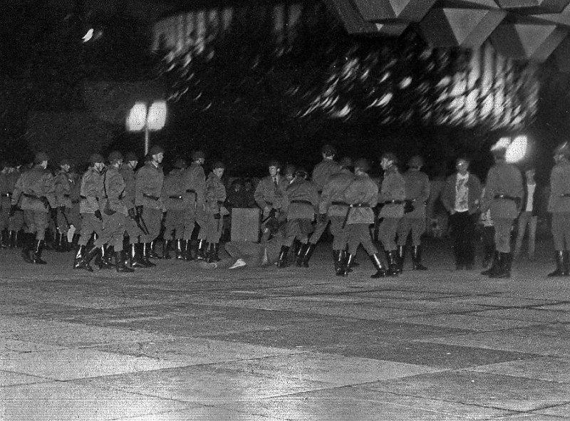 Festnahme  durch Offiziersschüler der OHS - Prager Strasse